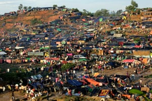 An overview of the crowded camp near Tangkhali, Ukhiya, Bangladesh