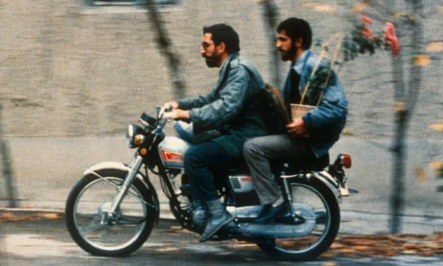 A scene from Close-Up by Abbas Kiarostami.