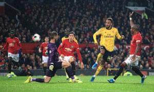 Pierre-Emerick Aubameyang lifts the ball over David De Gea to score Arsenal's equaliser.