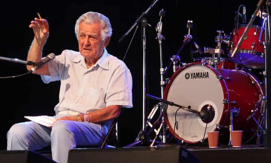 Bob Hawke answers questions at the Woodford folk festival