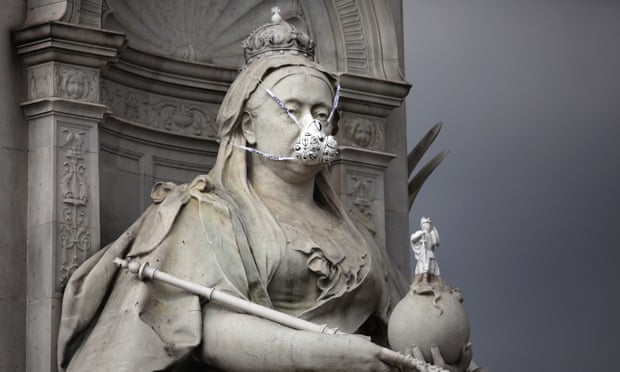 A face mask placed on the statue of Queen Victoria opposite Buckingham Palace