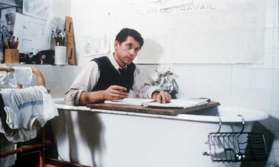 ژاک گمبلین در نقش ژان دیوایور در فیلم laissez-passer.
