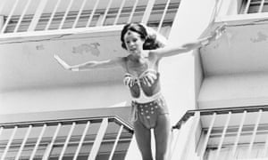 Kitty O'Neil jumps from a 12-floor building as Wonder Woman (played in the series by Lynda Carter).