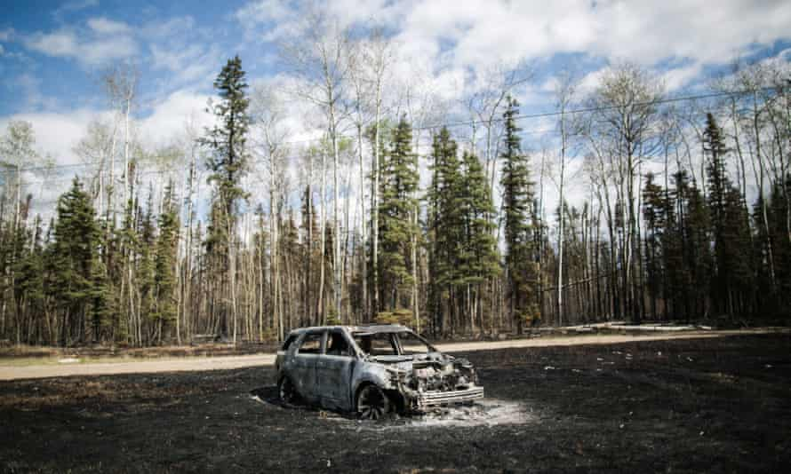 A burnt vehicle in Fort McMurray, 10 May 2016