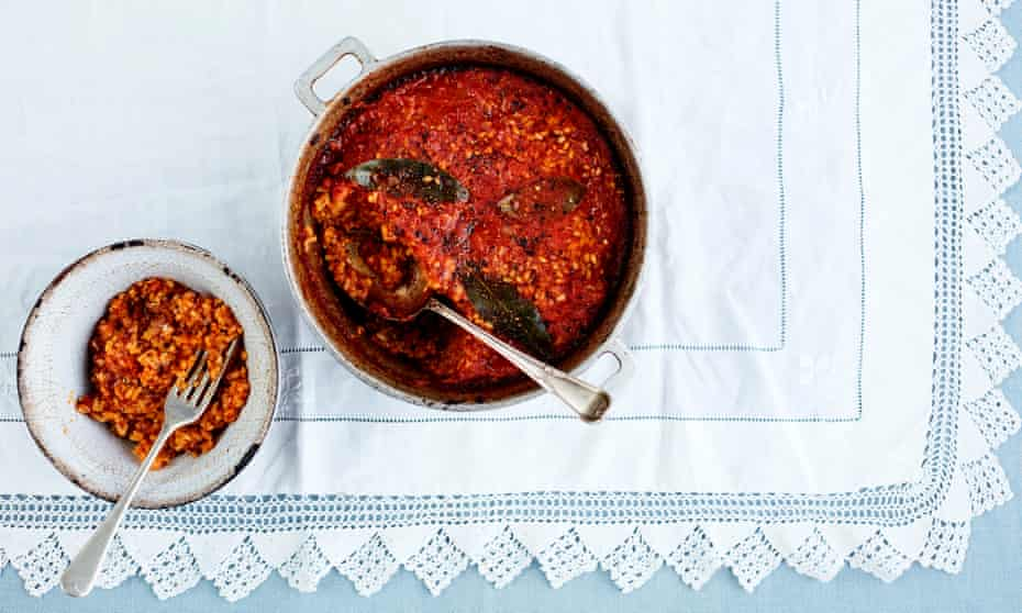 You could use 50/50 passata and water in this arroz de tomate in place of the blitzed tomatoes, if you wanted to speed things up.