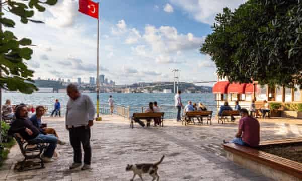 Bosphorus's amateur ship spotters keep watch on global power struggle
