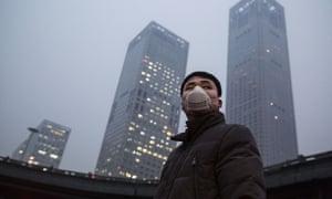 Man wears pollution mask in Beijing