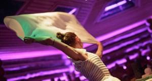 Towel choreography … an aufguss performance.