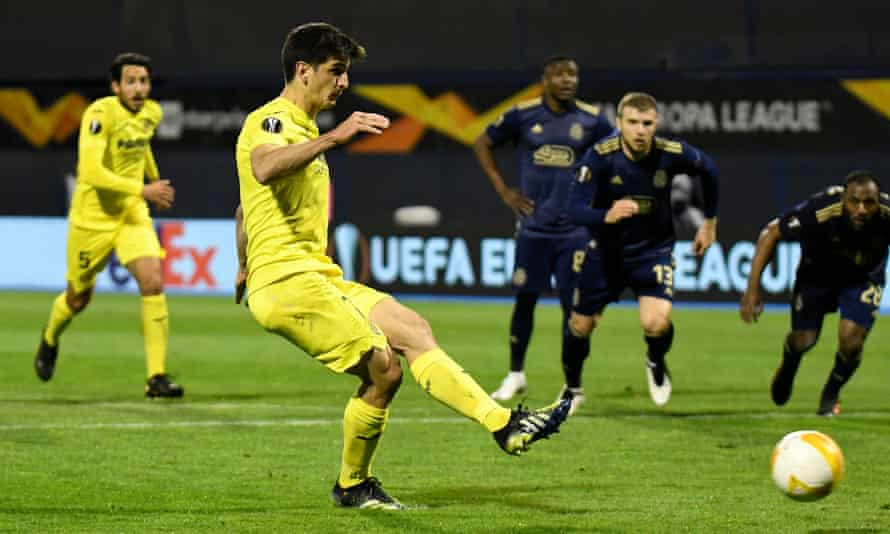 Gerard Moreno slots home a penalty for Villarreal.