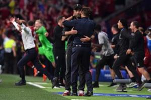 Tottenham Hotspur's manager Mauricio Pochettino (right) congratulates Liverpool's manager Jurgen Klopp.