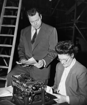 Orson Welles (Harry Lime), Peggy McClafferty (script supervisor)