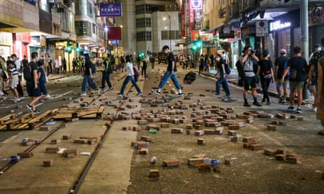 Hong Kong: China threatens retaliation against UK for offer to Hongkongers