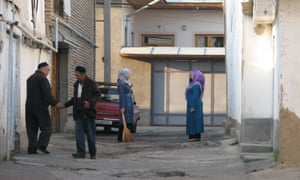 Residents of a Tashkent mahalla which is earmarked for demolition. Many are resistant to moving out of the city centre and being cooped up in a flat.