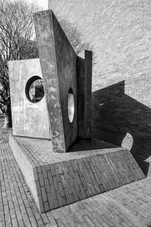 Barbara Hepworth, Three Obliques, Cardiff University, 1968