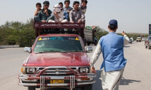 Vaccinators approach a crowded vehicle in Pakistan. A population on the move required an agile vaccination strategy