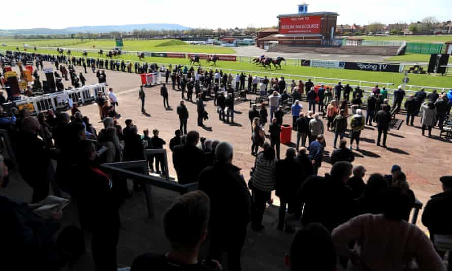 مسابقه دهندگان مسابقه شاهد برنده شدن Grangeclare View در Redcar هستند.