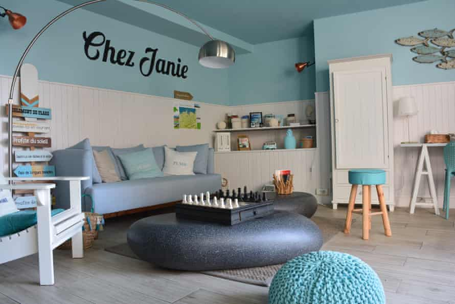Chez Janie, Roscoff, Brittany games room with chessboard, books, sofa, stools