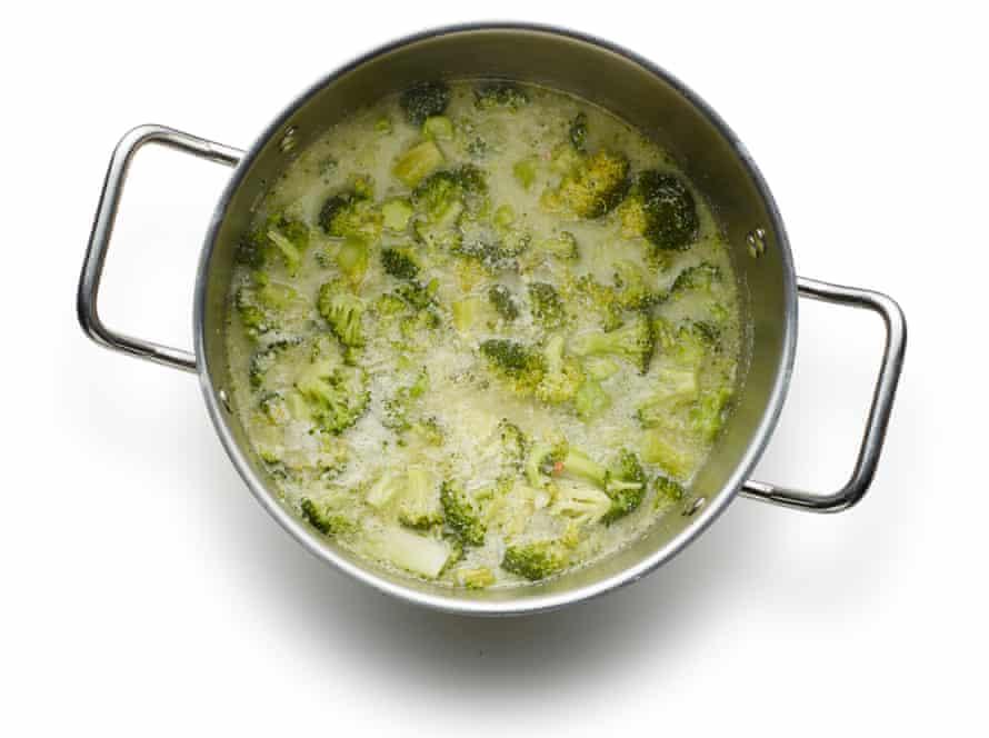 Felicity Cloake's broccoli and stilton soup06
