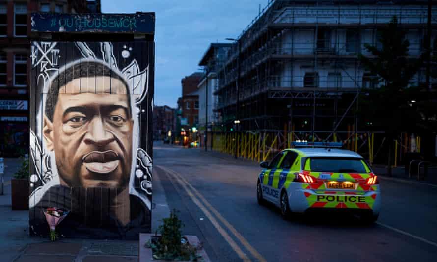 George Floyd tribute next to police car