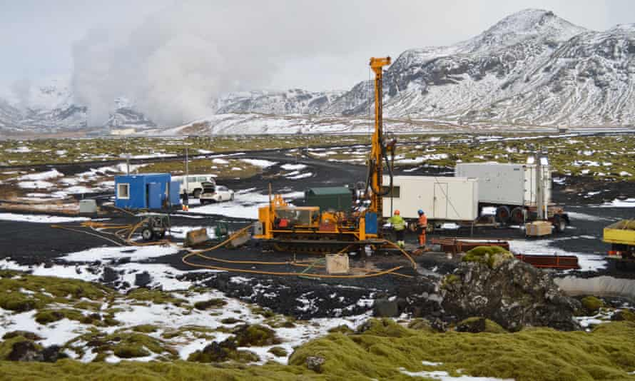 The results suggest that basaltic rocks may be effective sinks for storing carbon dioxide removed from the atmosphere.