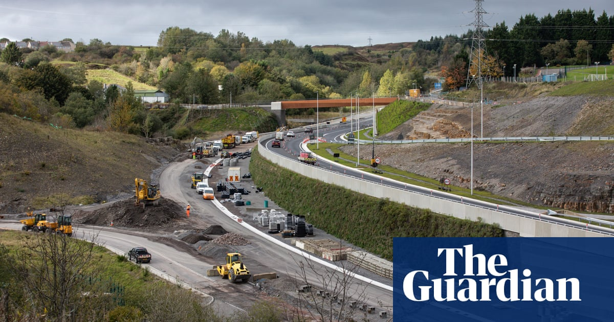 Welsh government to suspend all future road-building plans