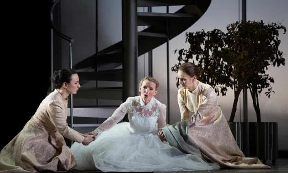 Sarah Tynan (centre) as Ginevra in Scottish Opera's Ariodante.
