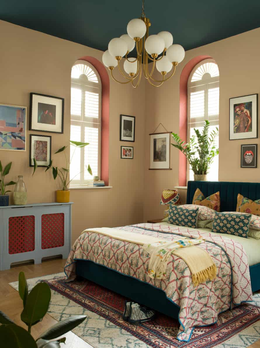 'This is what I have always been looking for': coloured arches and ceiling in the bedroom – the apartment is filled with online finds.