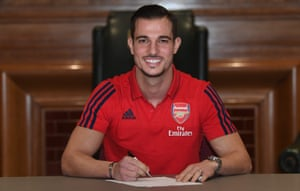 Cédric Soares signs his Arsenal contract at Emirates Stadium, having joined on loan from Southampton.