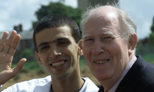 Morocco's Hicham El Guerrouj, left, the current mile world record holder at 3.43:13, with the world's first person to beat the 4-minute mile barrier, Sir Roger Bannister