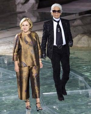 Silvia Venturini Fendi and Karl Lagerfeld at the Trevi Fountain in Rome, July 2016.