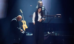 Lorde performing Life on Mars, with David Bowie's band.