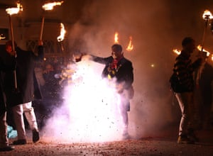 Lewes Bonfire Night CelebrationsParticipants carrying torches march during the traditional Bonfire Celebrations in Lewes, Britain, 04 November 2017. Lewes holds Britain's largest Bonfire night celebrations. The event marks Guy Fawkes Night and the uncovering of the Gunpowder Plot in 1605 and commemorates the memory seventeen Protestant martyrs from the town who were burned at the stake. Thousands gather with flaming torches to march through the street and burn effigies.
