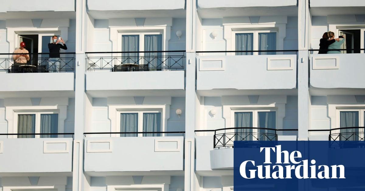 Dutch tourists volunteer to spend week confined to Greek resort