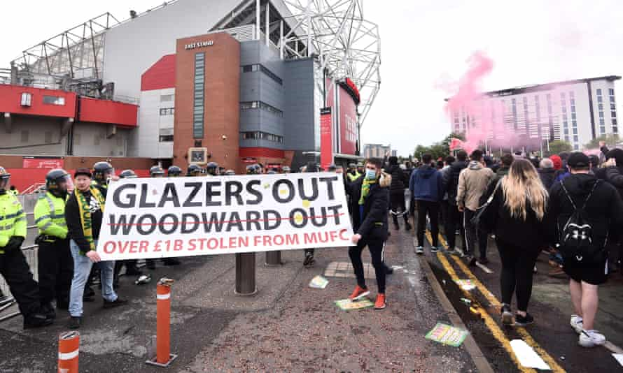 Manchester United fans protest against the Glazers.