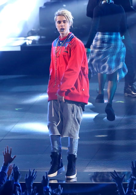 Justin Bieber's denim, tracksuits and chain on-stage combination.