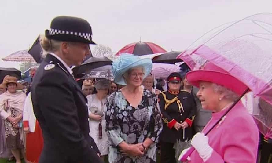 Met police commander Lucy D'Orsi chats with the Queen at the Buckingham Palace garden party.
