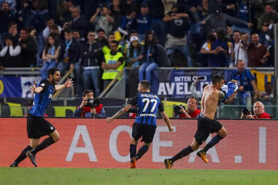 Inter's Matías Vecino, right, celebrates after making it 3-2 in Rome.