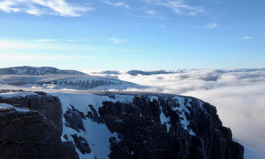 Cairngorms mountain awareness course Plateau cloud inversion