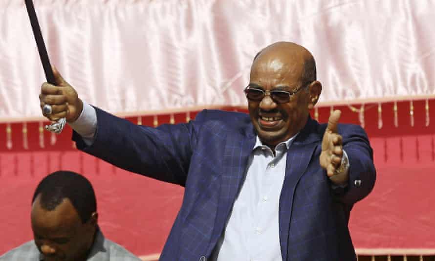 Omar al-Bashir addresses a crowd during his visit to El-Fashir, North Darfur.