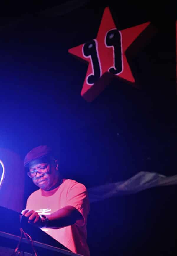 Mad Professor performing at another of Naples' sound systems.