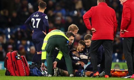 West Ham's Manuel Lanzini out for two months after fracturing collarbone