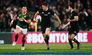 Beauden Barrett flicks a pass behind his back to set up Nehe Milner-Skudder for a stunning first-half try.