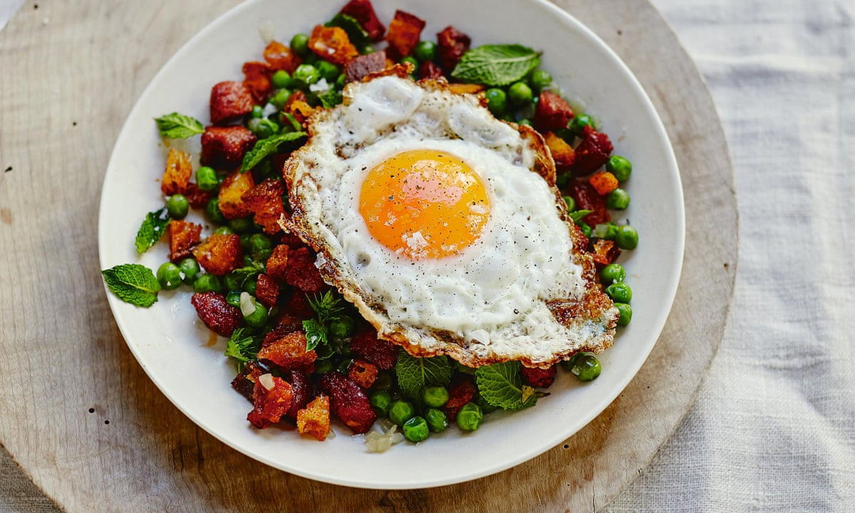 Sautéed peas with chorizo pieces and golden fried egg – recipe ...