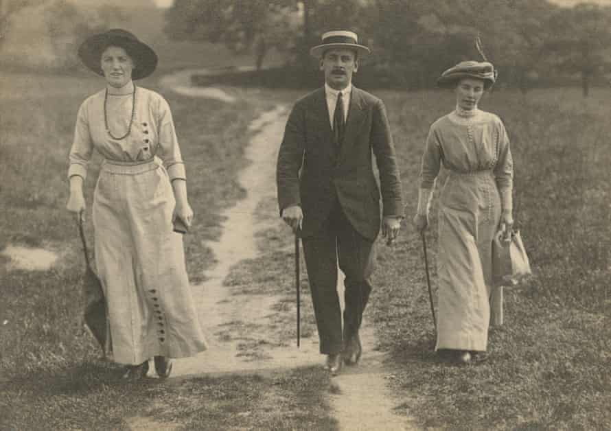 George and Veda as a young married couple outside Bradford in 1913. On the left is Veda's sister Hilda