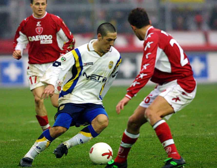 Mauro Camoranesi in action for Verona against Perugia in February 2001.