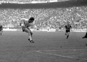 Vialli score Sampdoria's second.