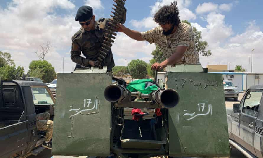 Troops loyal to Libya's internationally recognised government prepare themselves before heading to Sirte on 6 July.