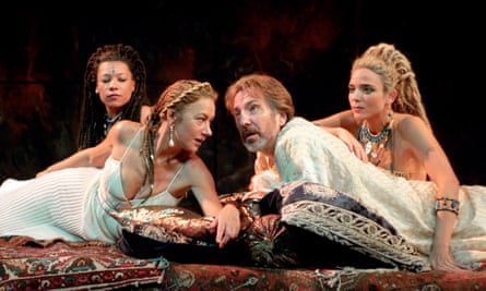 Alan Rickman opposite Helen Mirren in Antony and Cleopatra at the National Theatre, 1998.