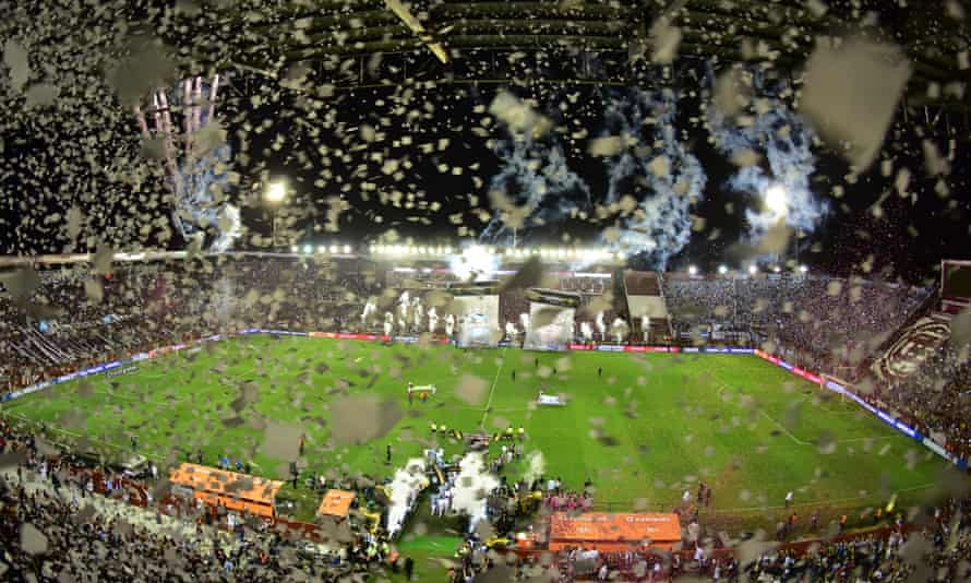 Lanús and Grêmio players take to the pitch before the second leg of the Copa Libertadores final.