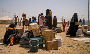 Refugees from Falluja and neighbouring villages receive aid in the camp at Amriyat Falluja.